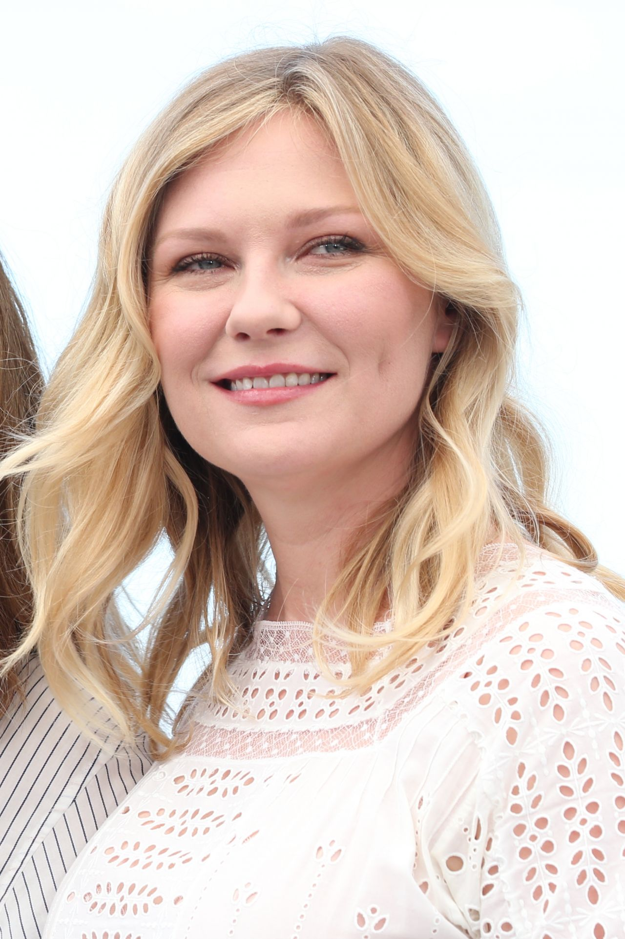 """Kirsten Dunst – """"The Beguiled"""" Photocall at Cannes Film ..."""
