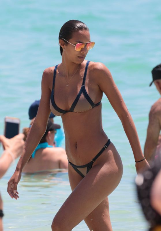 Lais Ribeiro in a Bikini - Miami Beach 05/27/2017