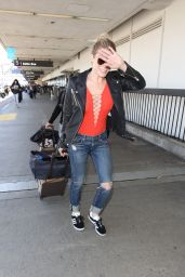 LeAnn Rimes at the LAX Airport in LA 05/08/2017