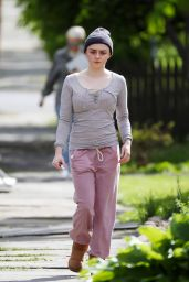 "Maisie Williams on the Set of ""Departures"" in Upstate NY 05/10/2017"