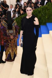 Mandy Moore - Rei Kawakubo/Comme des Garcons: Art Of The In-Between Costume Institute Gala in New York 05/01/2017