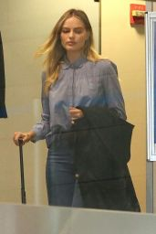 Margot Robbie at the LAX Airport in Los Angeles 05/18/2017
