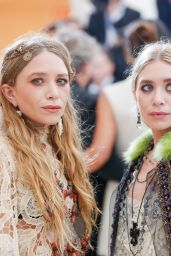 Mary-Kate and Ashley Olsen at MET Gala in New York 05/01/2017