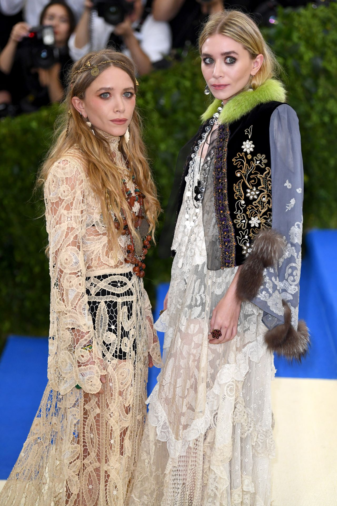 mary kate and ashley olsen at met gala in new york 05 01 2017. Black Bedroom Furniture Sets. Home Design Ideas