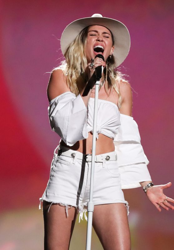 Miley Cyrus Performs at Billboard Music Awards in Las Vegas 05/21/2017