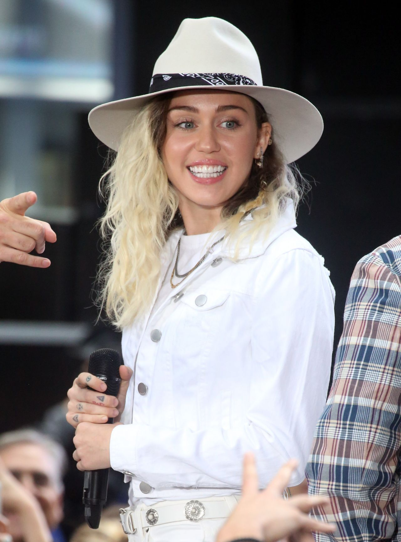 Miley Cyrus Performs Live Nbc Quot Today Quot Show In New York
