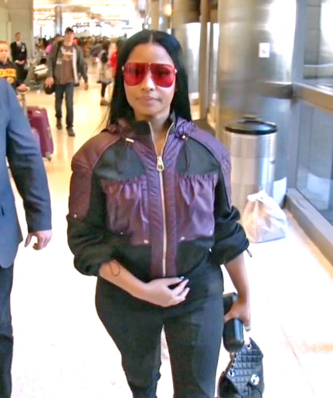 7c204afa5a104 Nicki Minaj in Travel Outfit – LAX Airport in Los Angeles 05/23/2017