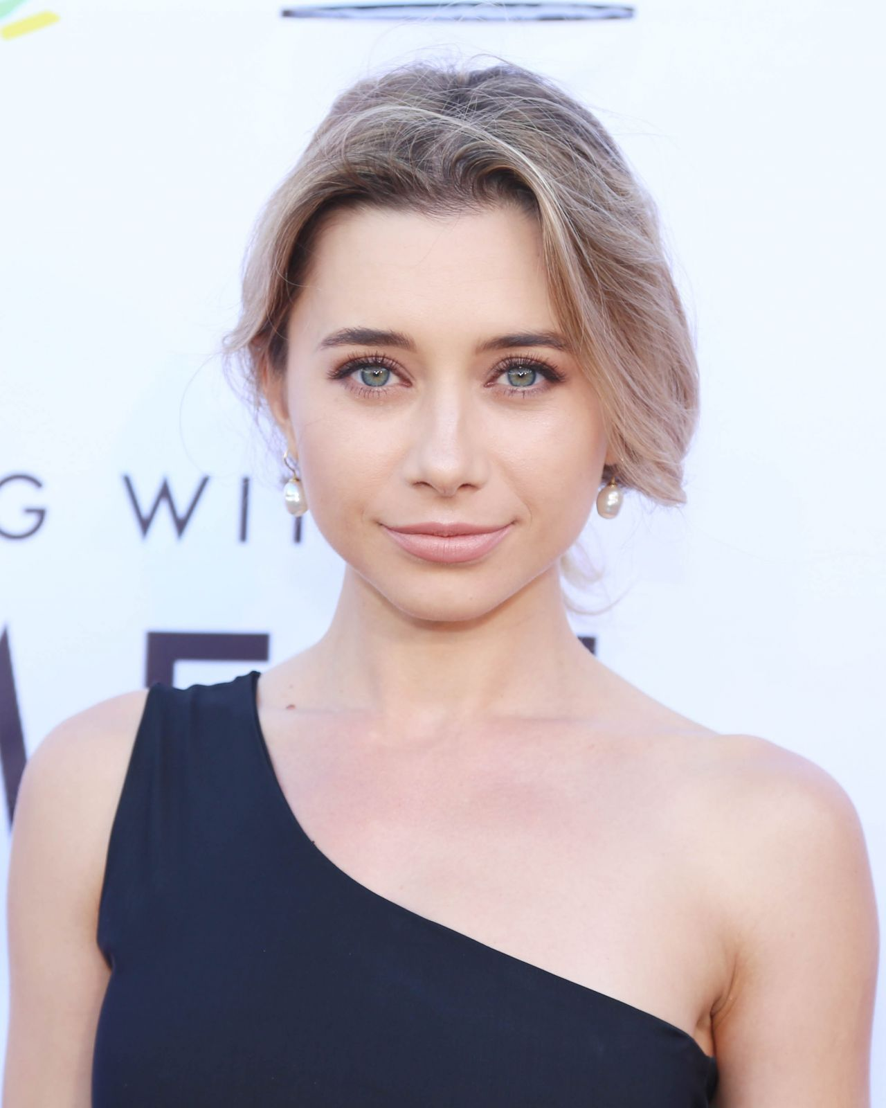 Olesya Rulin Lgbt Center S Quot An Evening With Women Quot In La