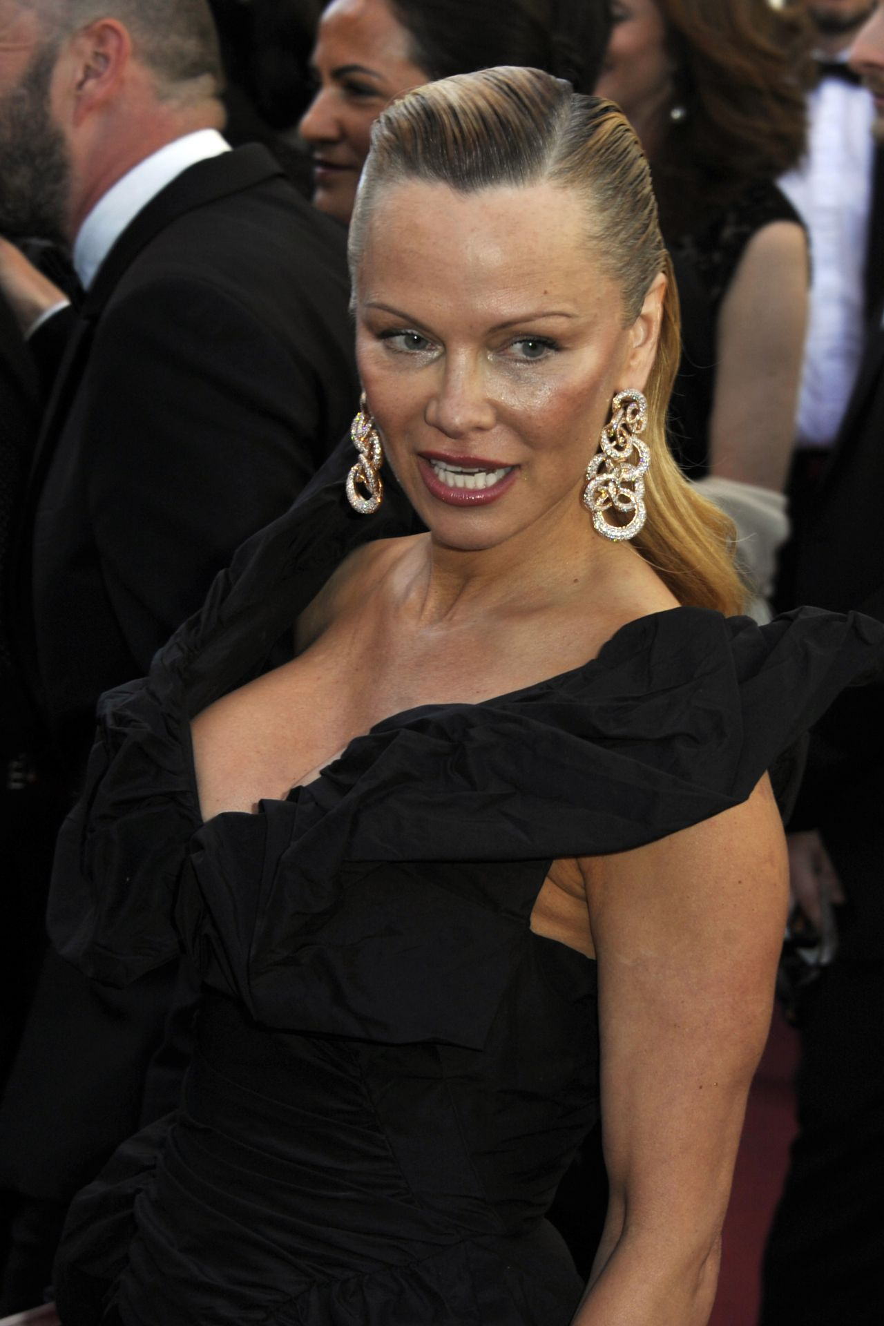 """Pamela Anderson – """"120 Beats Per Minute"""" Premiere, Cannes ... Pamela Anderson"""