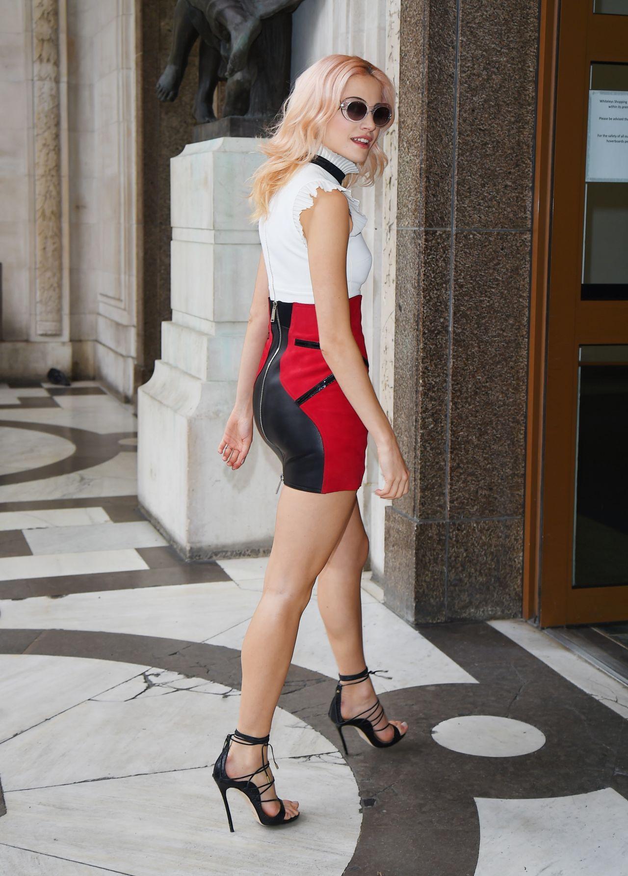Pixie Lott Chic Street Style London Uk 05 07 2017