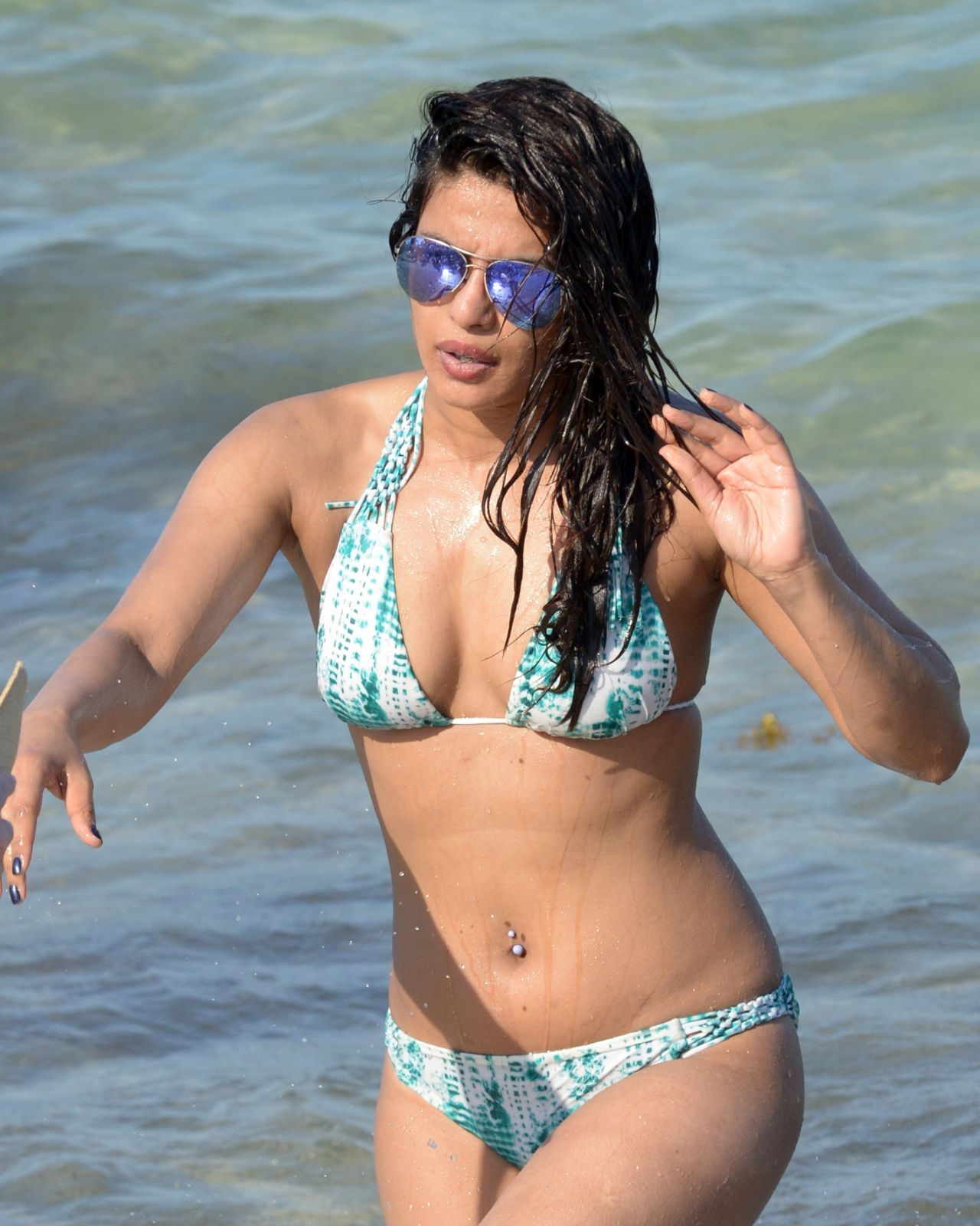 Priyanka Chopra In Bikini On The Beaches In Miami, Fl 05 -9268