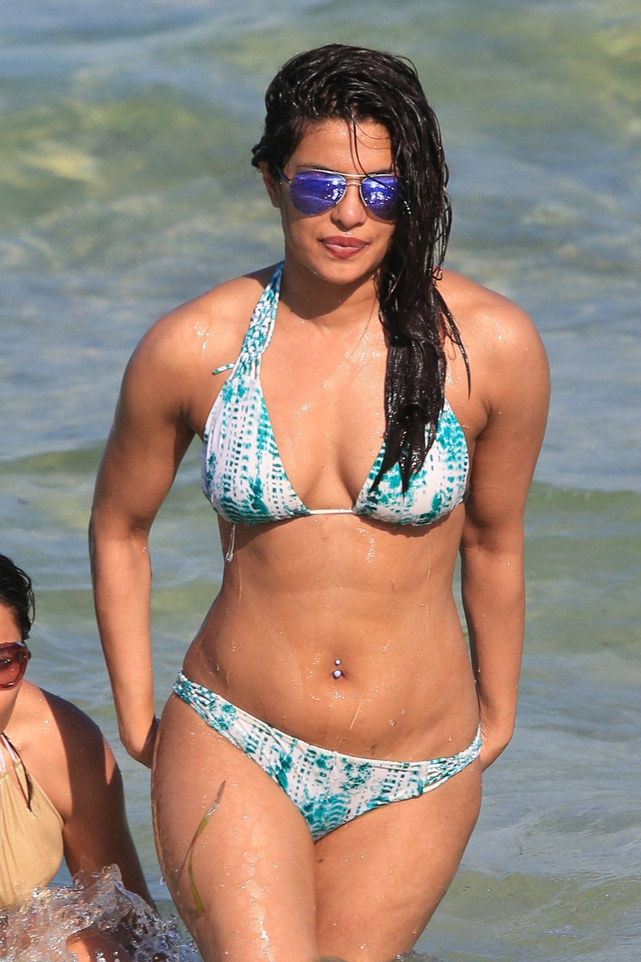 Priyanka Chopra In Bikini On The Beaches In Miami, Fl 05 -5297