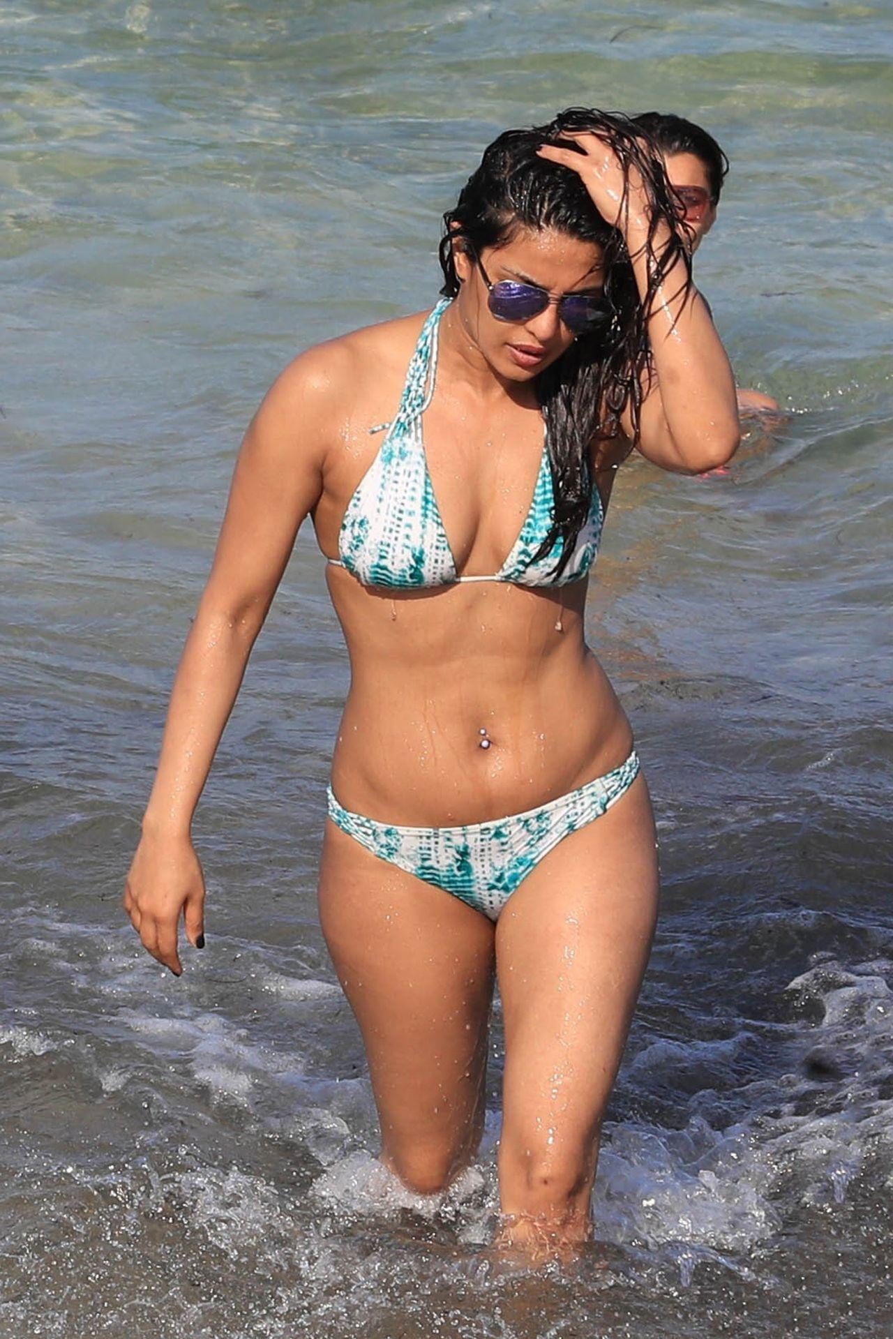 Priyanka Chopra Shows Off Her Bikini Body - Beach In Miami -8032