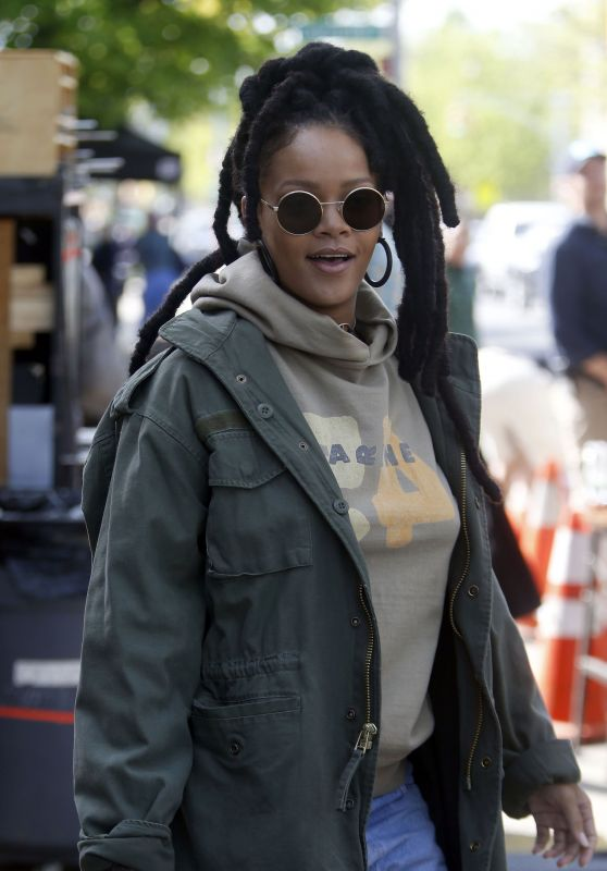 "Rihanna - Leaving the Set of ""Ocean"