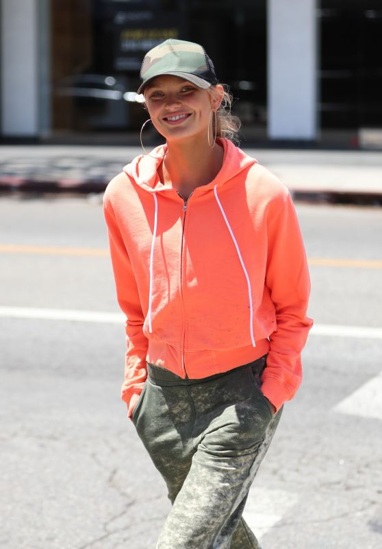 Romee Strijd Street Style - Shopping in West Hollywood 05/08/2017