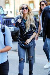 Shakira Casual Style - Out in New York 05/17/2017