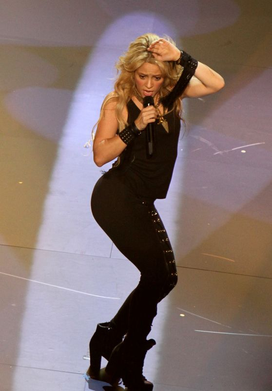 Shakira - Performs at the