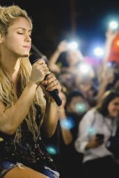 Shakira Performs Live at Intimate Miami Open Air Venue on Memorial Day Weekend 05/27/2017
