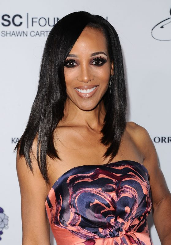 Shaun Robinson – Wearable Art Gala in California African American Museum in LA 04/29/2017