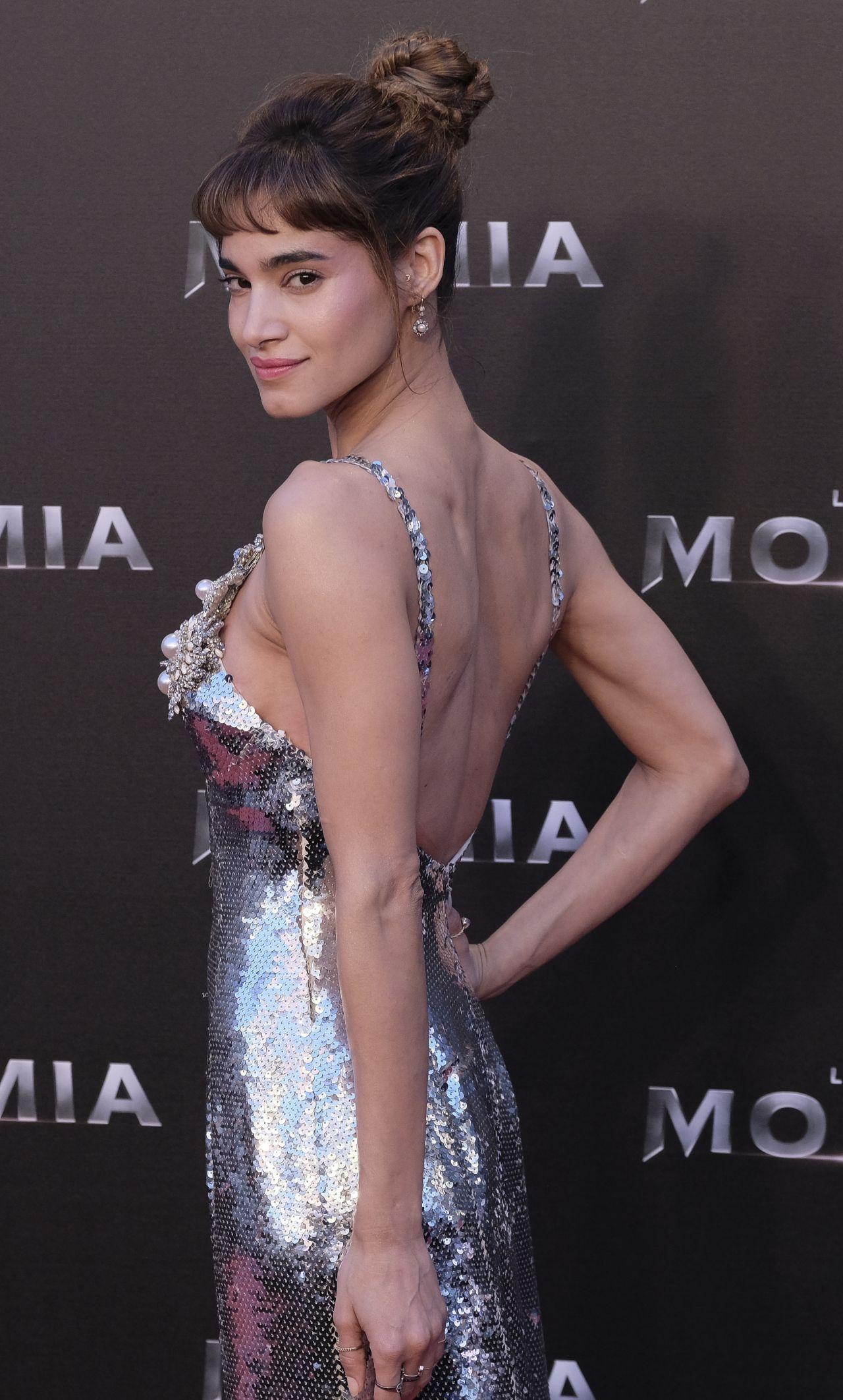http://celebmafia.com/wp-content/uploads/2017/05/sofia-boutella-the-mummy-premiere-in-madrid-05-29-2017-1.jpg