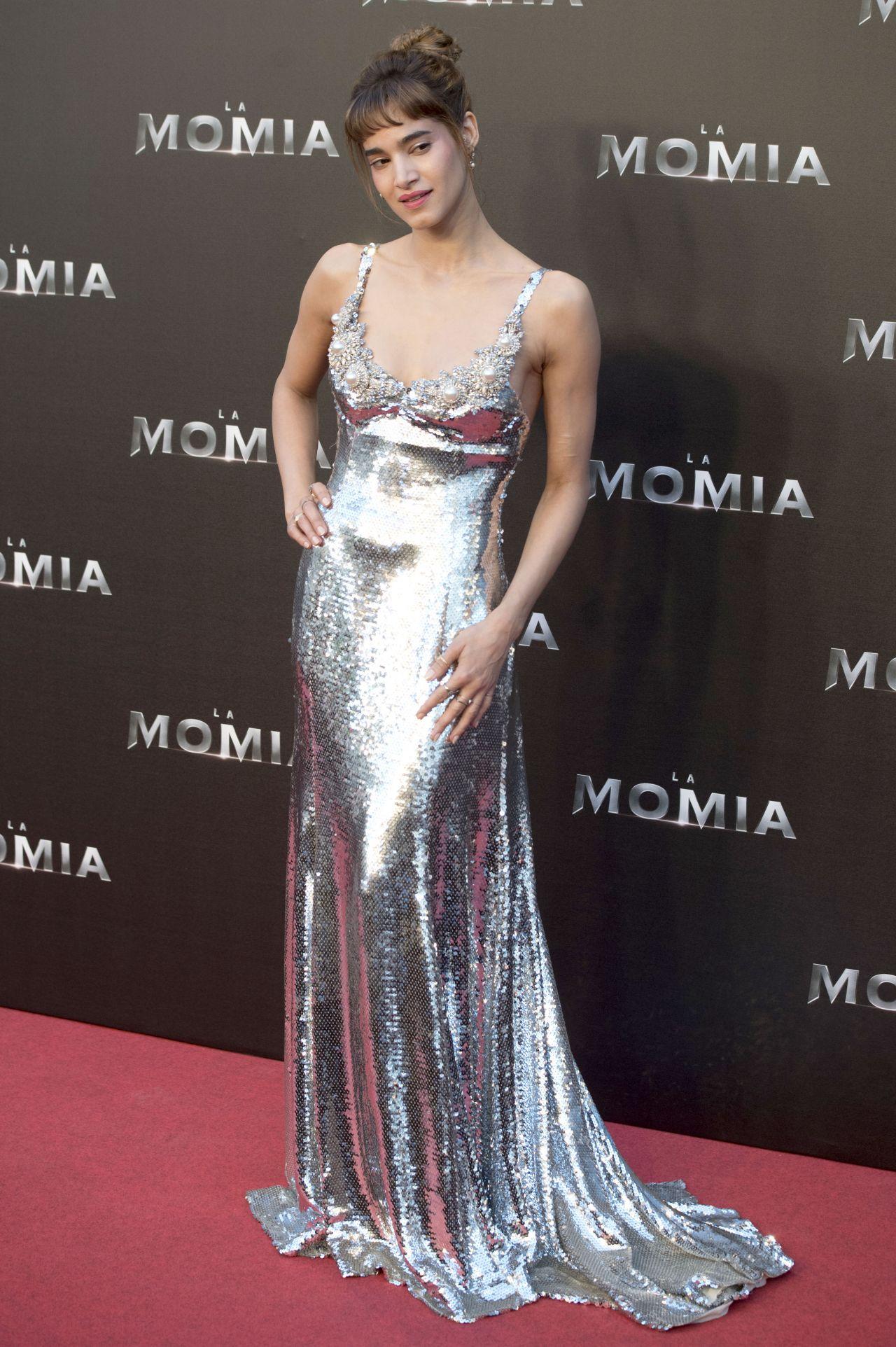 http://celebmafia.com/wp-content/uploads/2017/05/sofia-boutella-the-mummy-premiere-in-madrid-05-29-2017-16.jpg