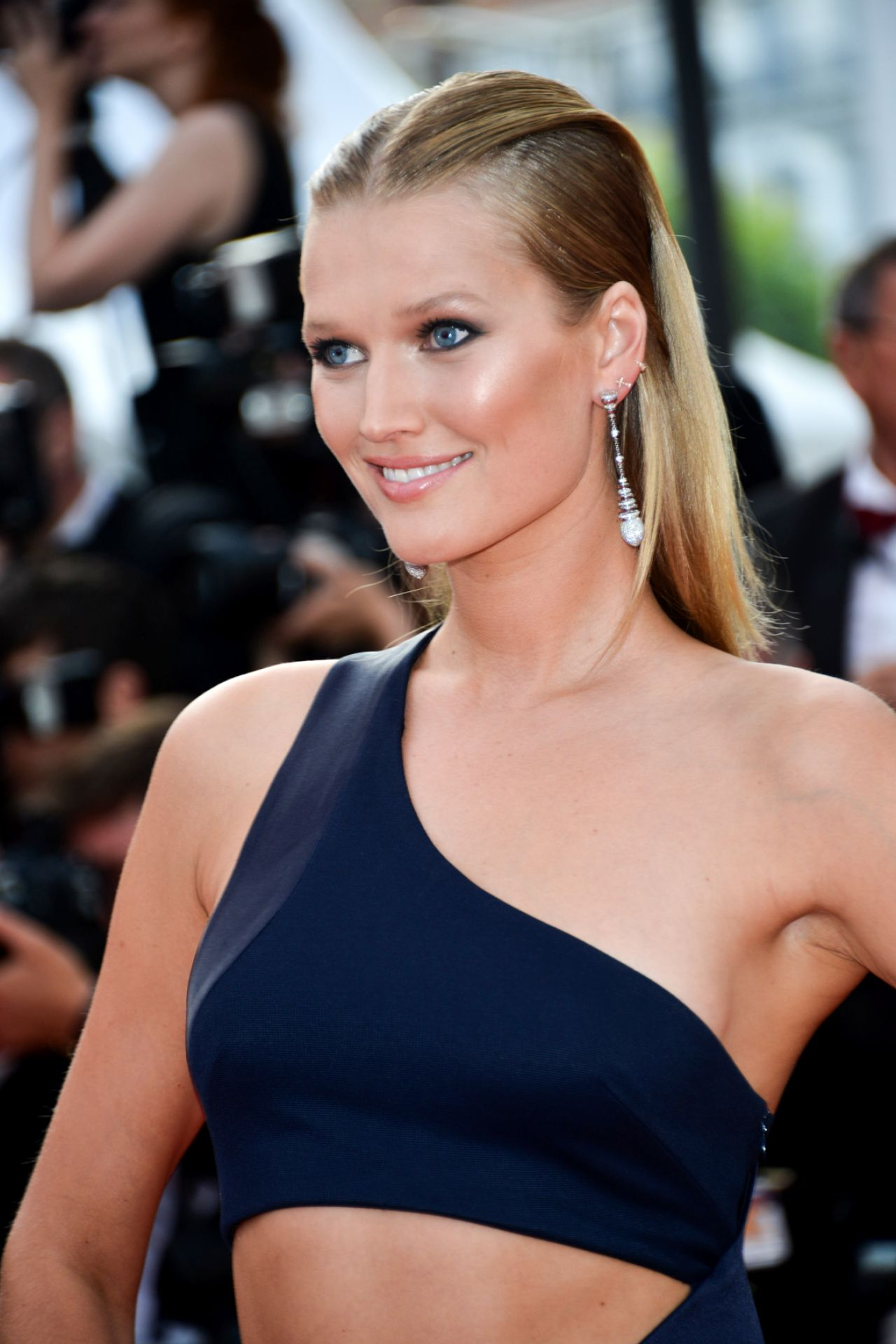Toni Garrn The Beguiled Premiere At Cannes Film
