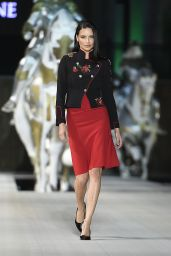 Adriana Lima - Dossi Dossi Fashion Show in Antalya, Turkey 06/09/2017