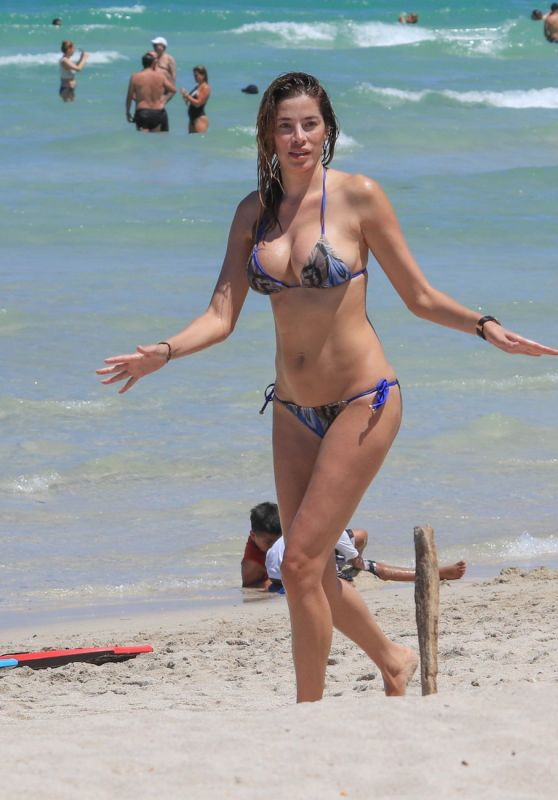 Aida Yespica in Bikini on the Miami Beach 06/25/2017