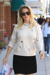 Alice Eve at a Nail salon in Beverly Hills 06/12/2017