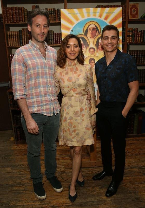 "Aubrey Plaza - ""Little Hours"" In Store Reading, NYC 06/28/2017"