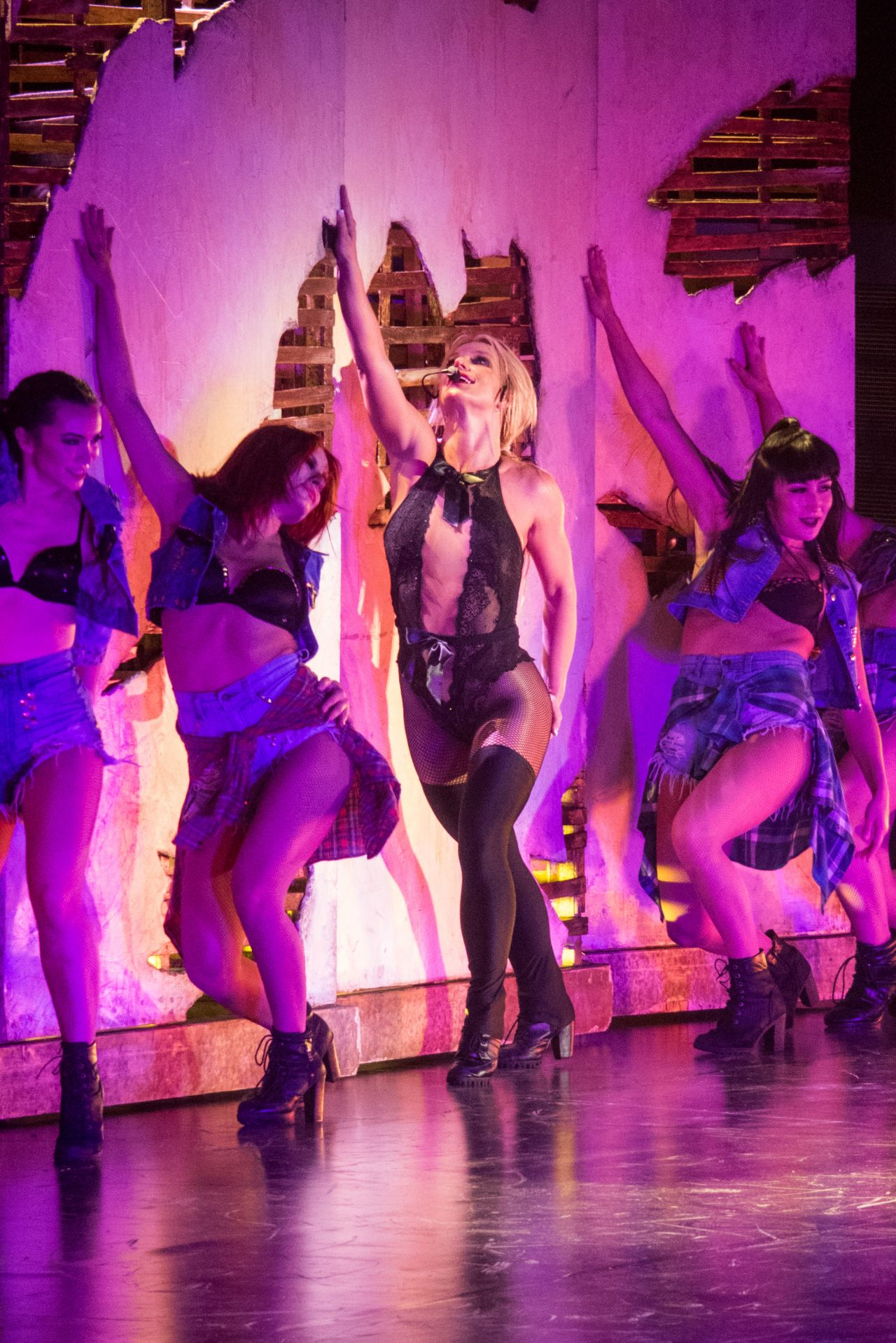 Mini Of Manhattan >> Britney Spears - Performs Live in Concert in Tokyo, Japan ...