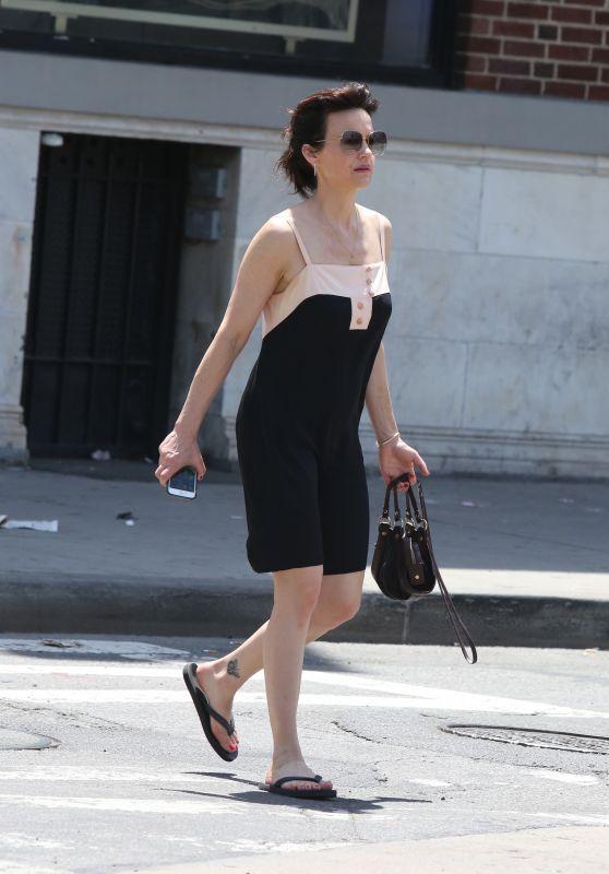 Carla Gugino Street Style - New York 06/11/2017