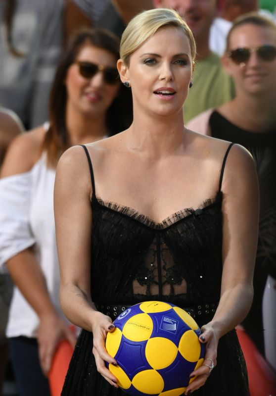 """Charlize Theron at """"Jimmy Kimmel Live!"""" in Hollywood 06/08/2017"""