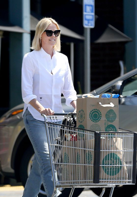 Charlize Theron - Out for Grocery Shopping in Beverly Hills 06/09/2017