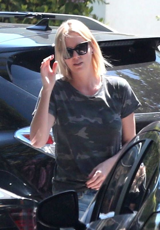 Charlize Theron Street Style - Los Angeles 06/09/2017