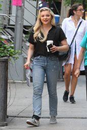 """Chloe Grace Moretz on the Set of """"Louis C.K. Untitled Film Project"""" in NYC 06/17/2017"""