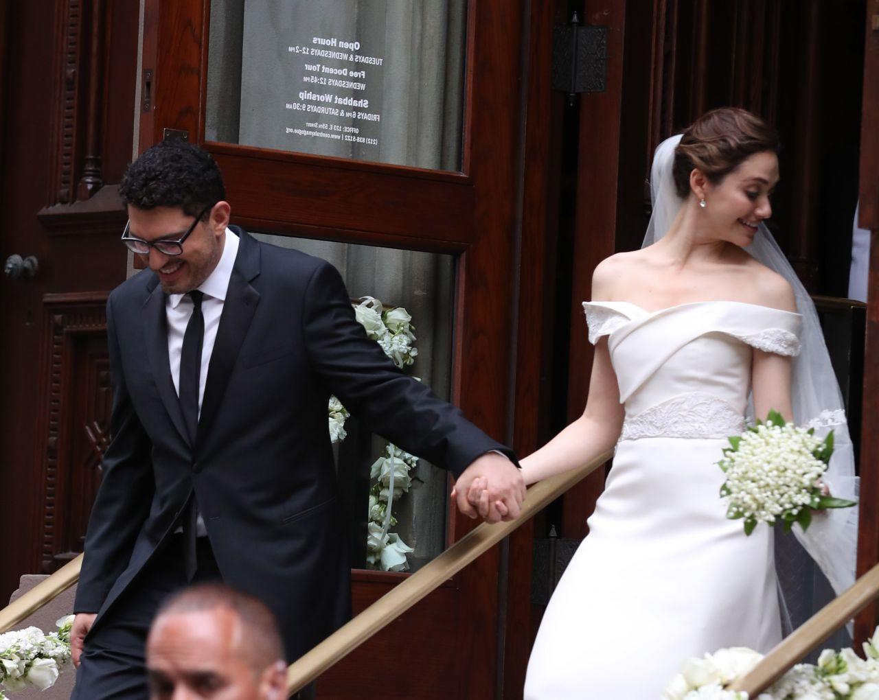 Emmy Rossum Wedding.Emmy Rossum Marries Sam Esmail In New York City 05 28 2017