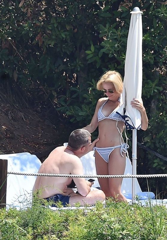 Gillian Anderson Bikini Candids - Vacation in Portofino, Italy 06/21/2017