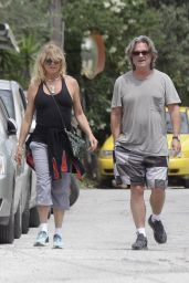 Goldie Hawn - Shopping with Kurt Russell in Skiathos, Greece 06/18/2017