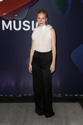 """Gwyneth Paltrow - """"Planet of the Apps"""" Season One Premiere in LA 06/12/2017"""