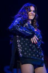 Hailee Steinfeld Performs Live at B96 Summer Bash in Rosemont, 06/24/2017