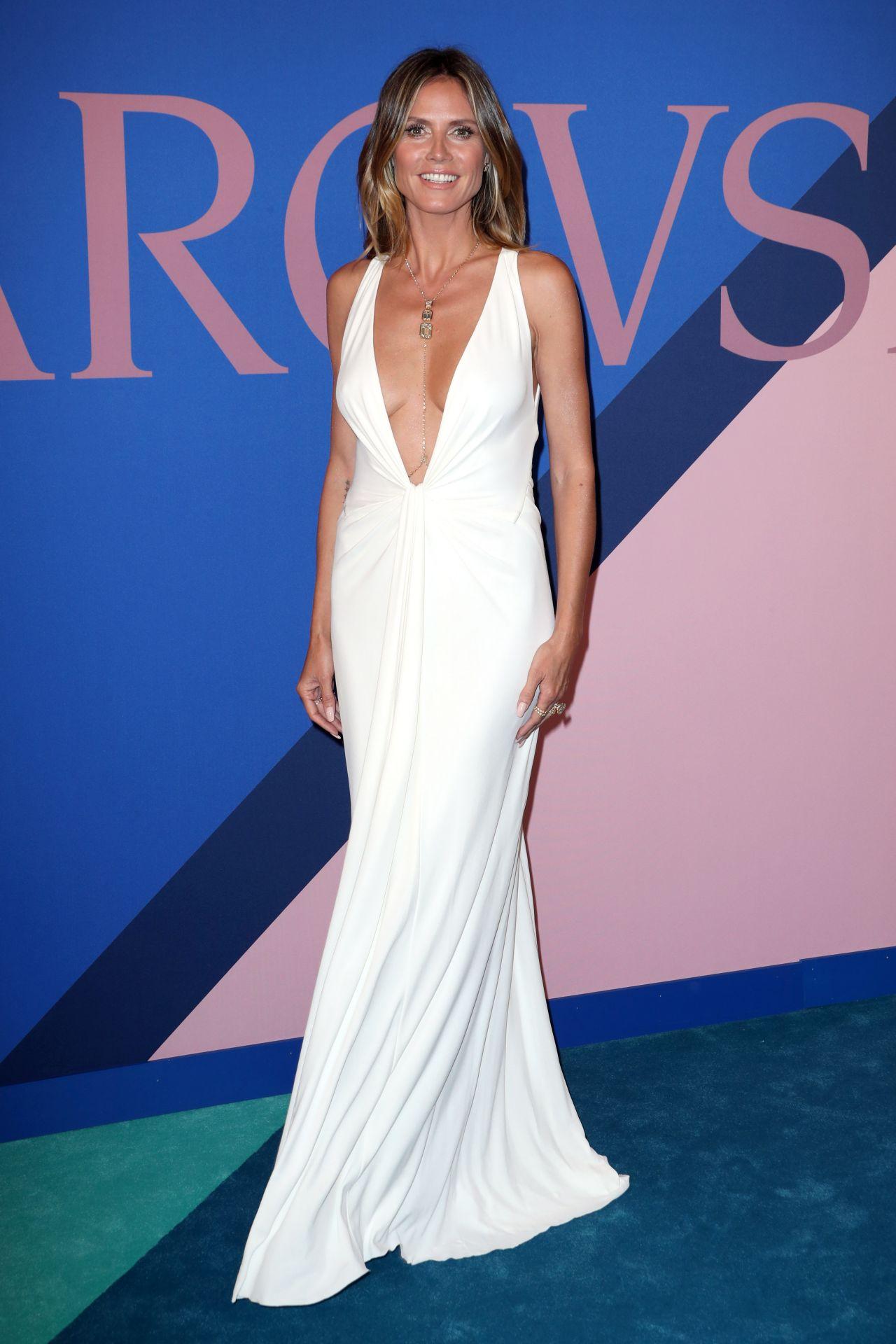 Heidi Klum On Red Carpet Cfda Fashion Awards In New York