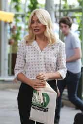 "Holly Willoughby - Filming ""This Morning"" in London, UK 06/15/2017"