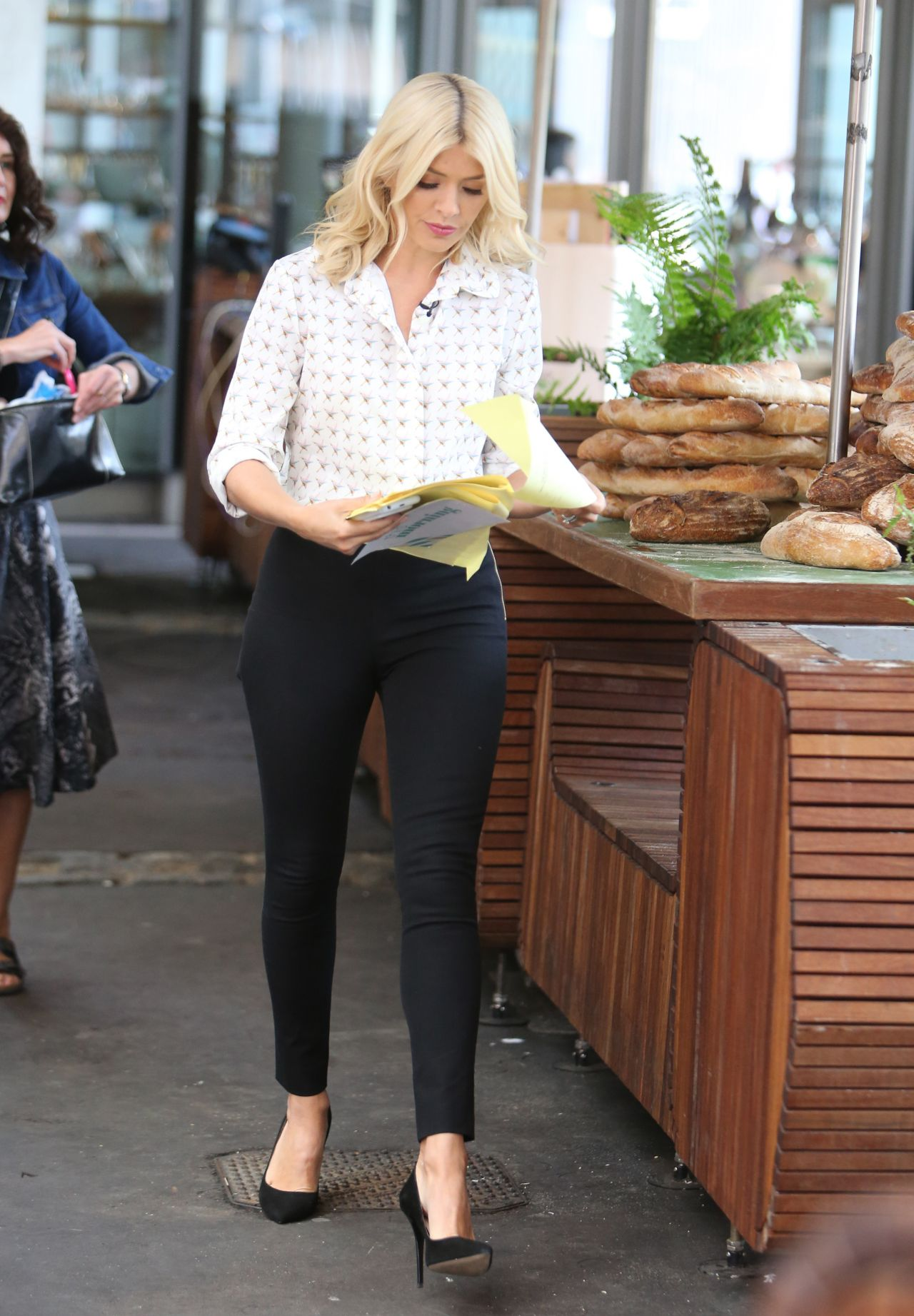 holly willoughby filming quotthis morningquot in london uk 06