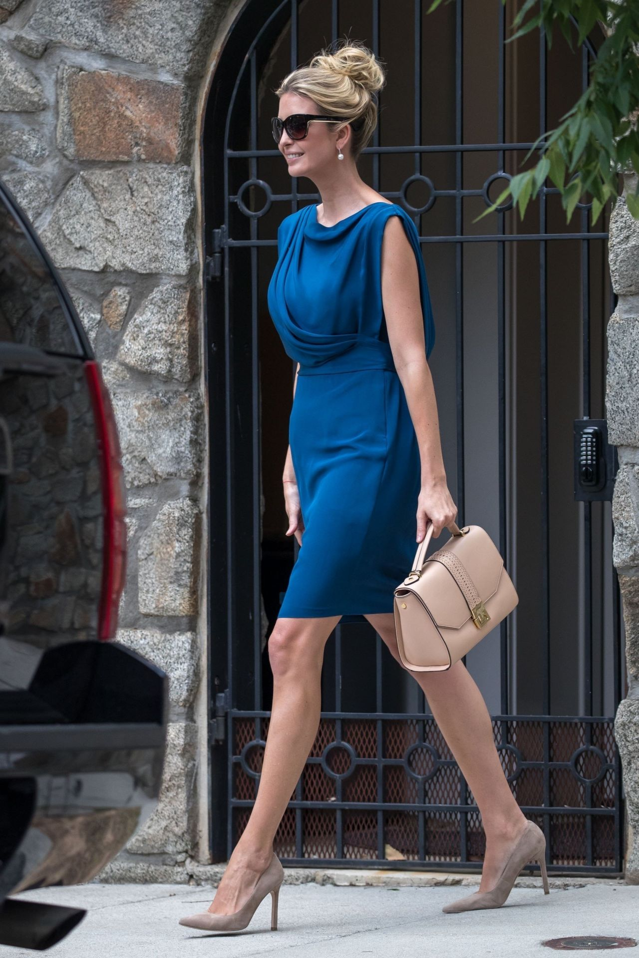http://celebmafia.com/wp-content/uploads/2017/06/ivanka-trump-leaves-her-house-in-washington-06-19-2017-1.jpg