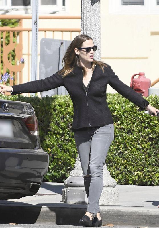 Jennifer Garner - Out in Los Angeles 06/12/2017