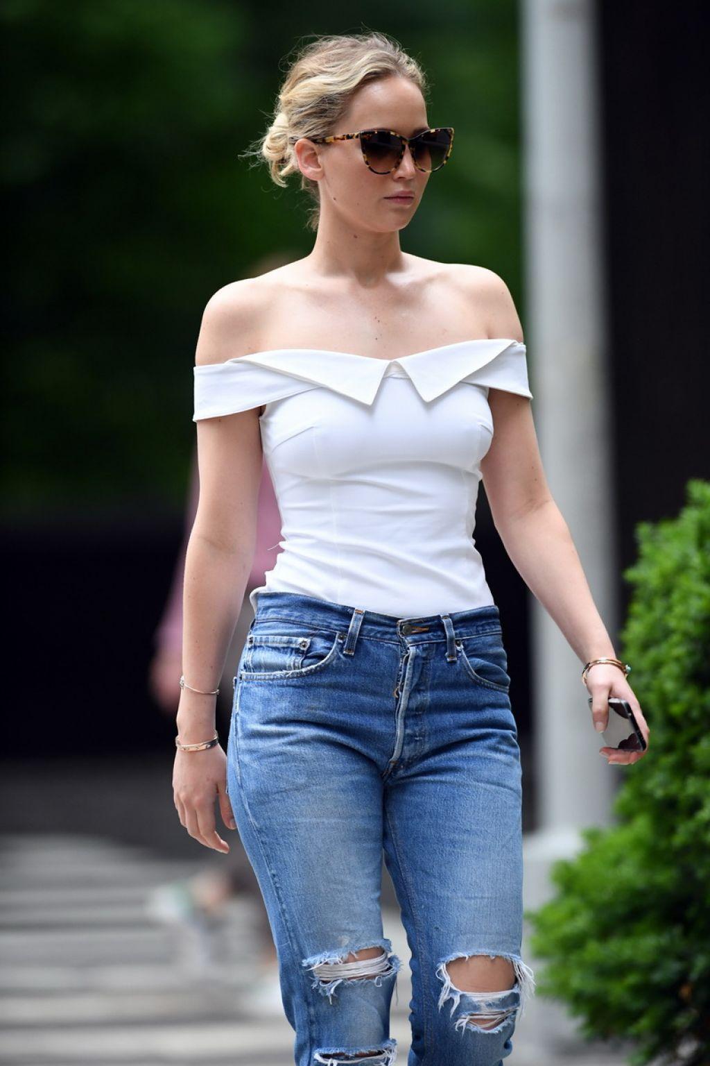 Jennifer Lawrence Central Park In New York City 06 15 2017