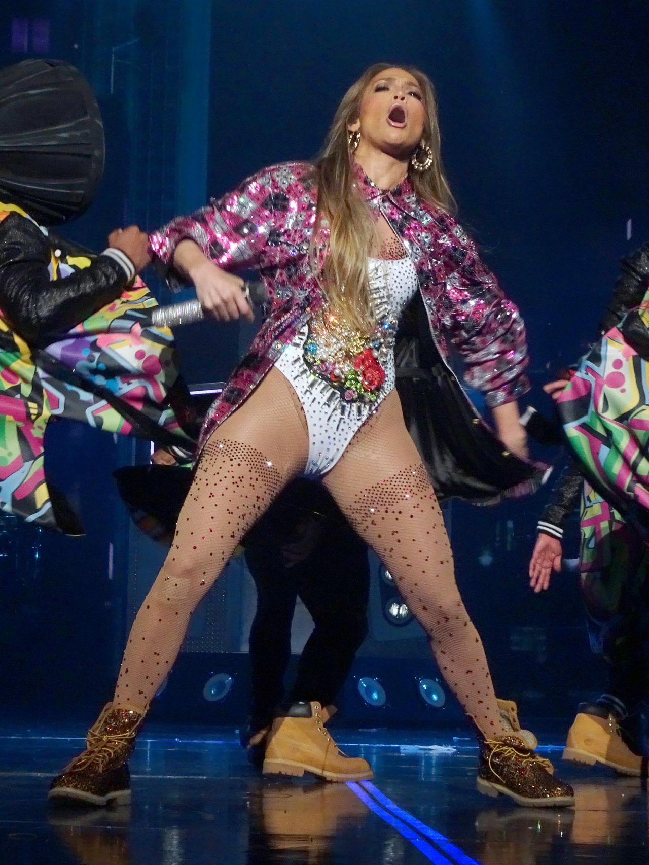 Jennifer Lopez Performing Live In Las Vegas 06 02 2017