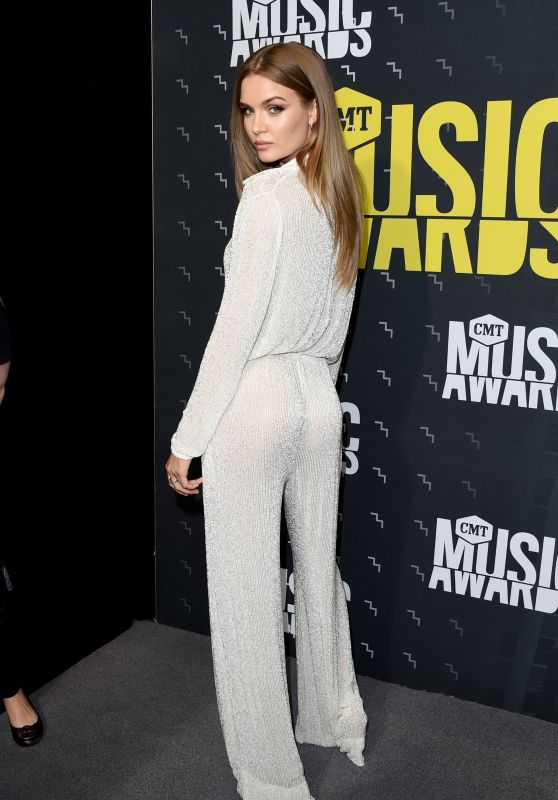 Josephine Skriver – CMT Music Awards in Nashville 06/07/2017