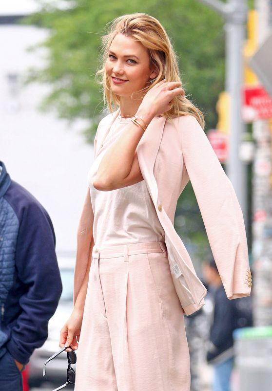 Karlie Kloss is Stylish - Out and About in Manhattan 06/05/2017